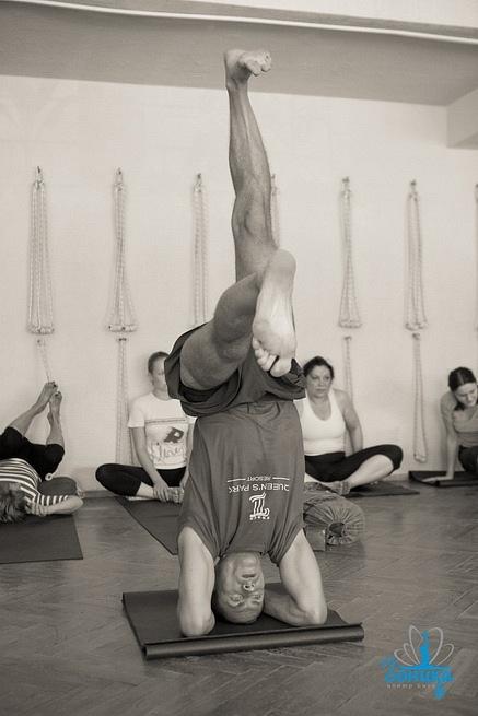 Тело для йога - его лаборатория, поле непрерывных экспериментов и исследований